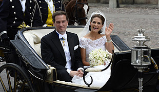 Newlyweds Princess Madeleine and Chris O'Neill travel through Swedish capital in horse-drawn carriage