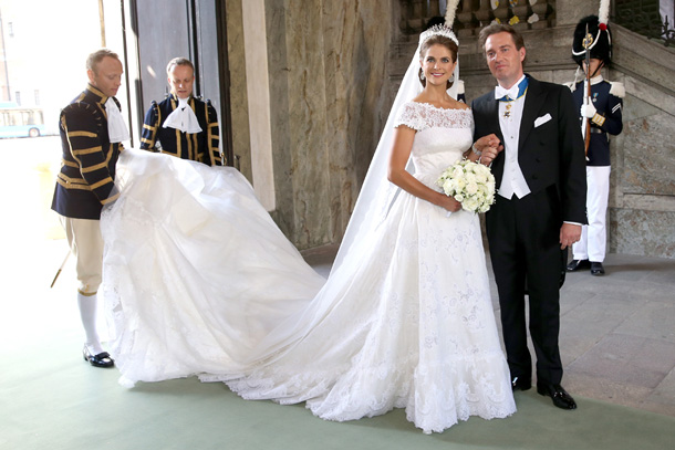 Princess Madeleine Wedding Dress Jewels together with 00399079001373002887 in addition 35892 also Amal And George Clooneys Wedding Photos in addition Adele Vogue 2012 Photos n 1273149. on oscar de la renta live in love