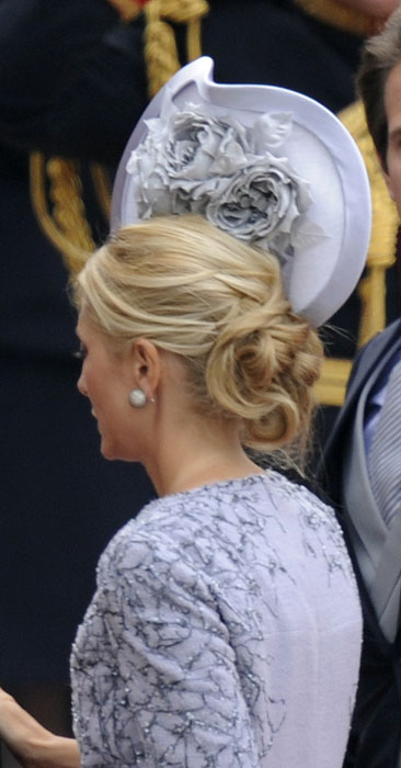 http://royalweddings.hellomagazine.com/imagenes/prince-william-and-kate-middleton/20110429661/philip-treacy-hats-royalty-wedding/0-2-392/philip-treacy-11--a.jpg